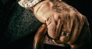 Abandonan a abuelito en iglesia en pleno festejo a San JudasTadeo