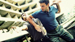 Somete con artes marciales a presuntos ladrones