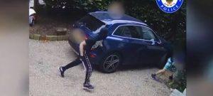Mujer lucha contra tres delincuentes que intentan robar a su bebé (VIDEO)