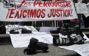Deben comprobar intención de daño para demandar a periodistas