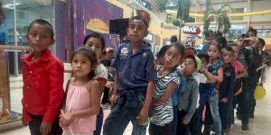 Maestro reúne fondos para llevar por primera vez al cine a sus alumnos