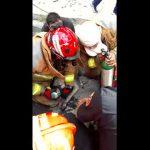 VIDEO: Rescatan a perrito de un incendio en Monterrey
