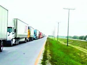 Se cae sistema aduanero;  surgen filas kilométricas