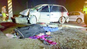 Conductor estrella su auto y muere