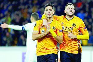 Raúl Jiménez  anota el gol de la  victoria para el Wolverhampton