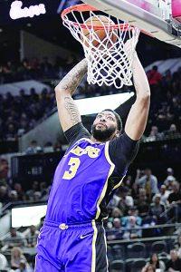 Imponen Lakers en San Antonio