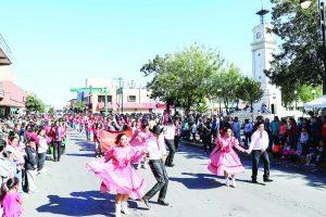 Desfilan por la Revolución   Mexicana