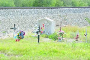 Honran a las víctimas del trenazo en Anáhuac