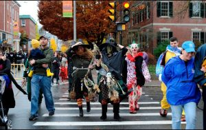 Balean a niña en Chicago mientras pedía dulces por Halloween