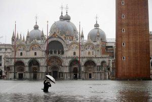VIDEO: Venecia sufre su peor inundación en 96 años; un muerto