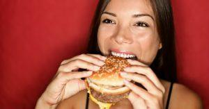 Estos alimentos dañan tu hígado y aumentan el riesgo de cirrosis