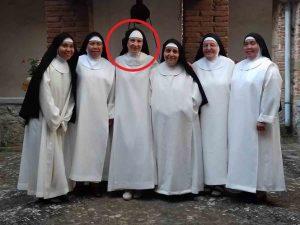 Madre superiora se enamora y deciden cerrar su convento