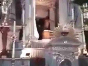 Joven irrumpe en iglesia de San Luis Potosí y ataca a fieles