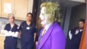 VIDEO: Médico disfrazado de Joker atiende parto de emergencia