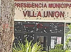Atacan presidencia municipal de Villa Unión