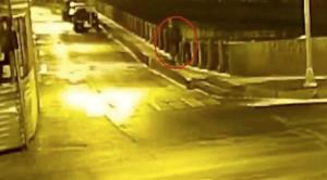 Filtran vídeo en el que historiador tira cadáver de su exalumna