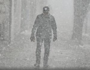 Intenso frío en EU deja fuertes nevadas y accidentes viales; hay 4 muertos
