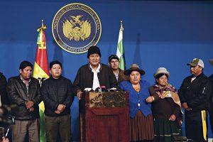 Tiran a Evo Morales con golpe de Estado