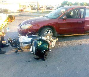 Impacta a motociclista
