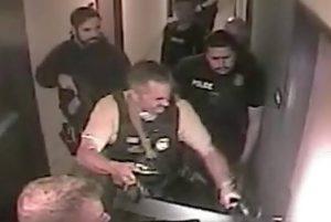 Policía de EU rescata niña de 8 años; el secuestrador estaba desnudo