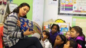EU busca maestros de español; ofrecen hasta 60 mil dólares al año