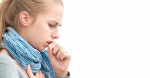 Mujer acude al médico por una tos y resultó tener cáncer terminal