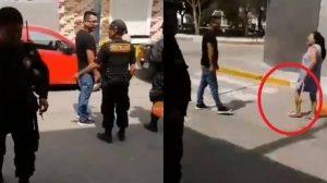 Madre le pega a su hijo en la calle porque es infiel (VIDEO)