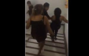Padres sacan a su hija de una fiesta a 'cinturonazos'