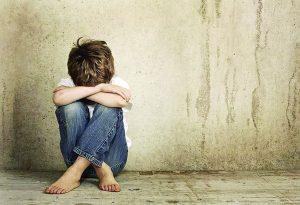 Platican con niños  de abuso y suicidio