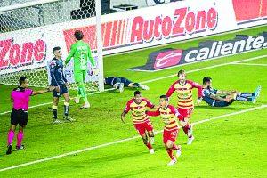 Monarcas salió con cómoda ventaja del Estadio Morelos