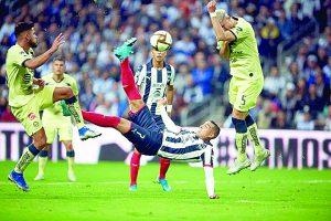 Con golazo de chilena de Funes Mori, Rayados saca mínima ventaja en casa en ida de la final