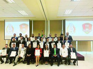 Carlos Rodríguez recibe de la federación mexicana de futbol certificado para dirigir en lo profesional