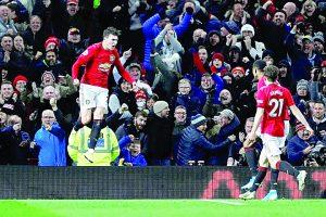 Iguala Manchester  United en su casa ante el Aston Villa