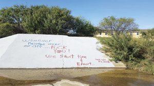 Buscan a vándalos por grafitear parque