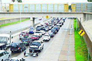Ola de   paisanos  provoca   caos vial