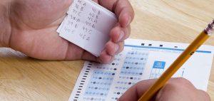 Maestro pone trampa en examen final para atrapar a los copiones y se vuelve viral