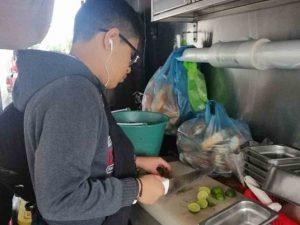 Niño trabajó como taquero un año para ver a su banda favorita en el Knotfest