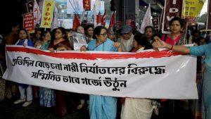 Prenden fuego a una víctima de violación en la India cuando iba a testificar