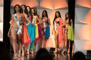VIDEO: Aparatosa caída en desfile de trajes de baño de Miss Universo 2019