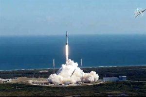 Lanzan satélite mexicano en misión de SpaceX