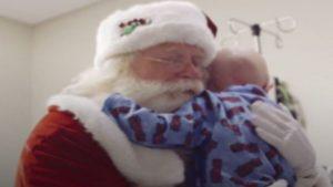 Niño pide como último deseo conocer a Santa…Y muere en sus brazos