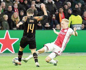 El subcampeón Ajax, cae en casa ante Valencia y queda fuera de Champions League