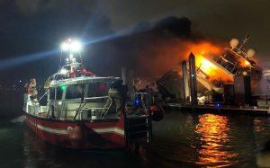 VIDEO: Explota y se incendia lujoso yate de Marc Anthony