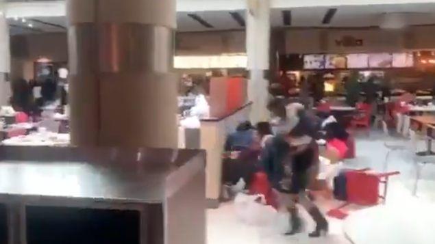 VIDEO: Balacera en centro comercial de Atlanta deja un herido