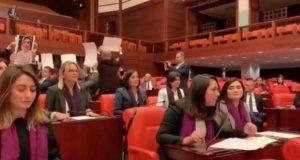 VIDEO: Legisladoras turcas cantan 'Un violador en tu camino'