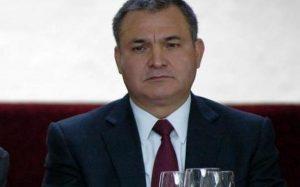 Arrestan a García Luna por proteger al Chapo