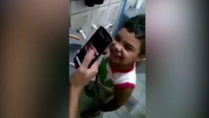 Mamá le juega cruel broma a su hijo para que nunca deje de lavarse los dientes (VIDEO)