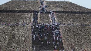 Sujetos ebrios dañan vestigios arqueológicos en Teotihuacán