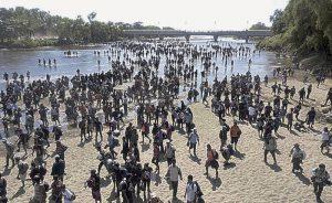 Rechaza EU dar asilo a miles de migrantes