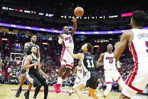 Derrite Heat a Spurs